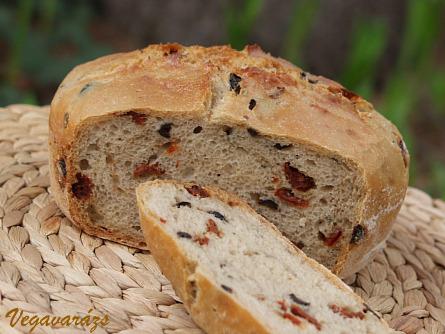 Aszalt paradicsomos–rozmaringos kenyér