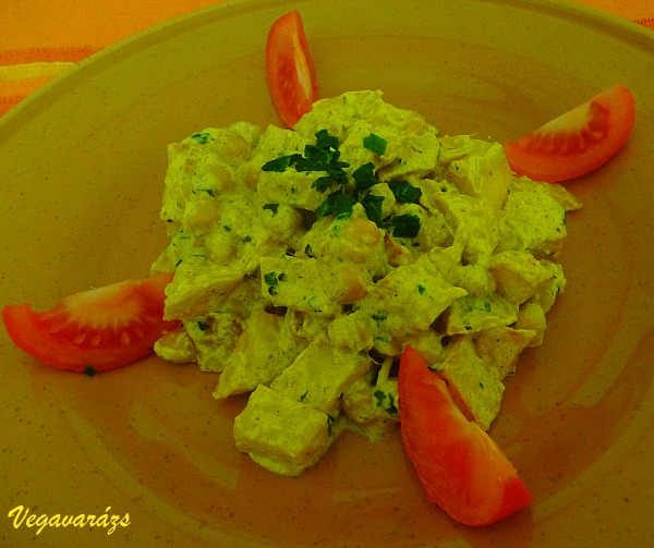 Joghurtos csicseriborsó-sült krumpli sabji